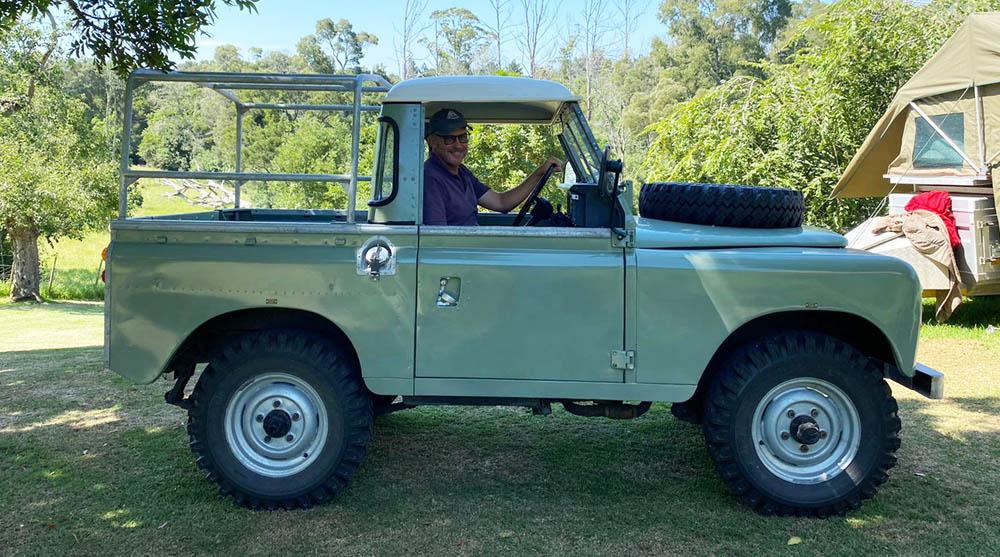 Oakhurst Fram's classic wedding car for hire